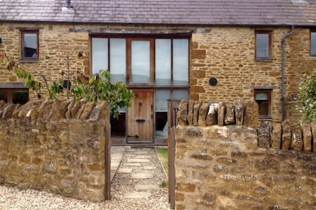 Converted barn in the Cotswolds. - House