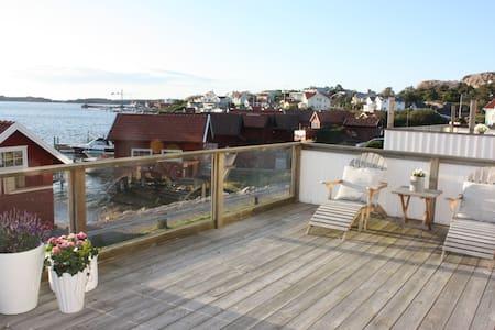 10 m från havet i Fjällbacka - Fjällbacka - House