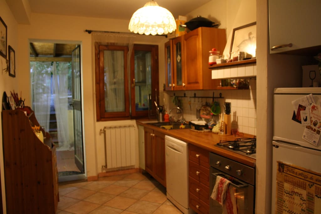 Cucina e accesso alla veranda/Kitchen and entrance to the ceranda
