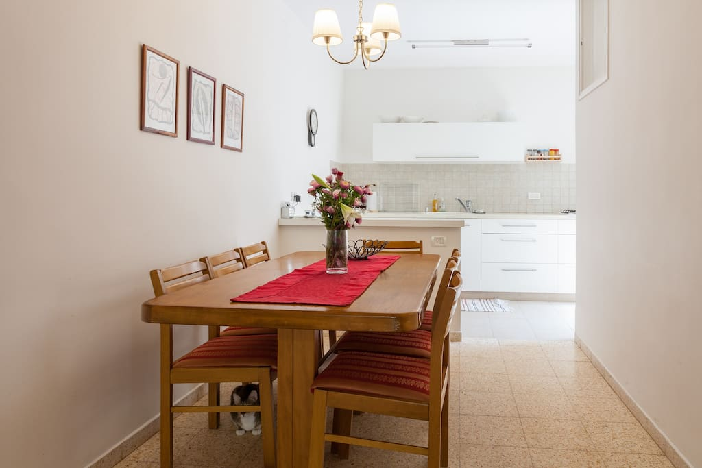 Open concept - dining table and kitchen