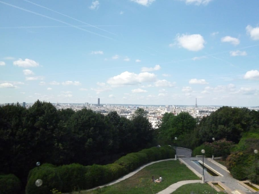 Paris vu du jardin de Belleville, à l'angle de la rue