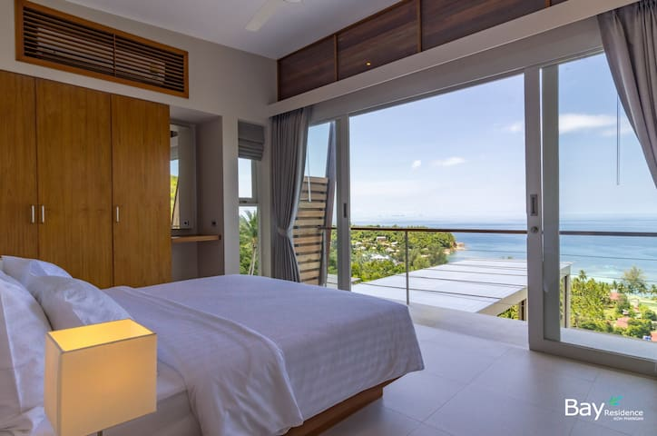 Master bedroom with king bed full sea view, balcony access, king-size bed, air conditioning, en suite bathroom
