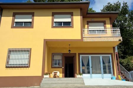 Habitación para cuatro personas - Portomarín - 独立屋