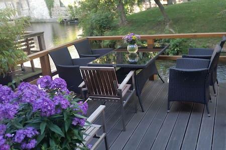 Direkt am Fluss und Krämerbrücke - Erfurt