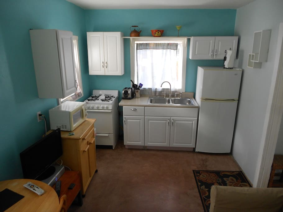 Complete kitchen with amenities