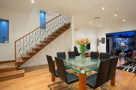 Bright & Airy House Perfect Inner city location.