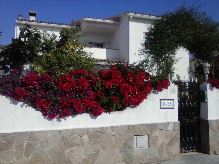 Acogedora hab. doble c/baño -Sitges y Vilanova