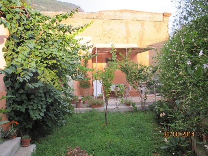 Casa in dimora '800 affacciata su giardino interno