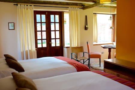 Munay Medicine Resort - Queen Suite