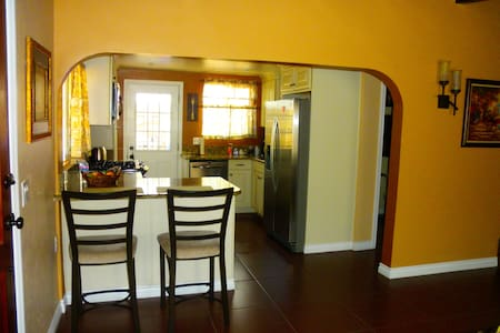 Charming & Private 2 Bedroom Home. - Spring Valley - House