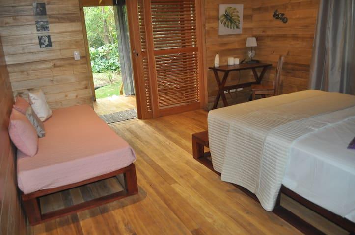 Natura Lodges: Tokoriki - Ojochal - Bed & Breakfast