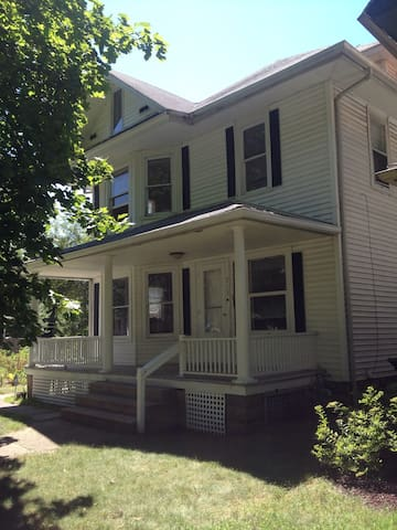 Large home walking distance from ND - South Bend - Ev