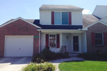 Comfortable Home close to Lancaster - Akron