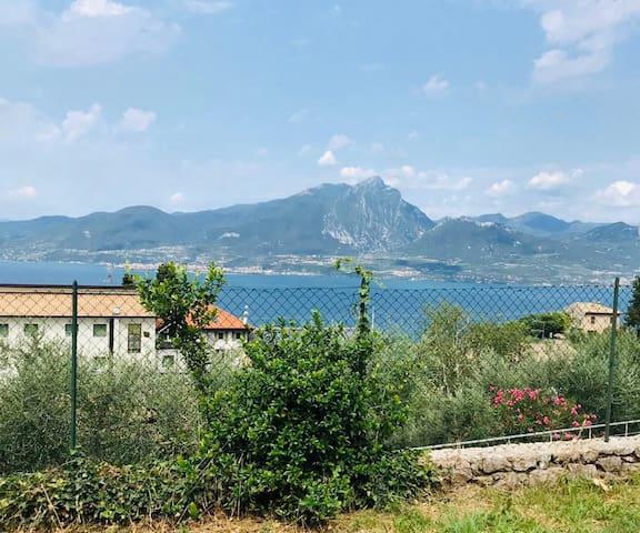 Villa Cona with lake view