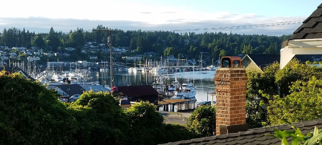 Harbor House on Gig Harbor Bay Cozy Winter Getaway