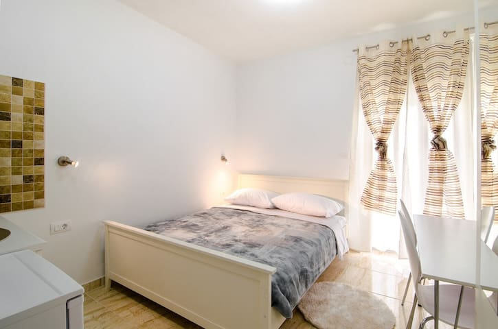 Appartamento monolocale per 2 - Fasana - Bed & Breakfast