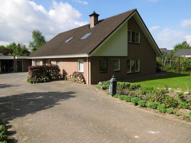 B & B Mendelts, Emmen - Emmen - Penzion (B&B)