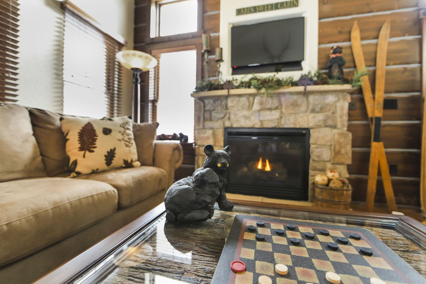 Sit down after a day on the slopes at the fireplace and relax.