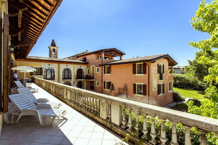 This pleasant residence is situated in Salò, close to the famous Lake Garda
