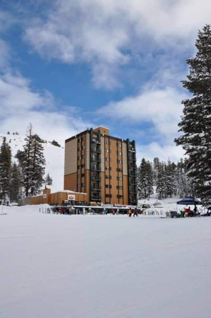 Ski in/Ski Out Condo - Amazing Loca