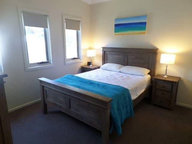 Bed 2 - queen bed