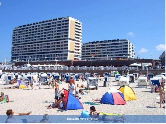 """Holiday Apartment """"Blick über Sylt"""" on the Beach with Balcony & Wi-Fi"""
