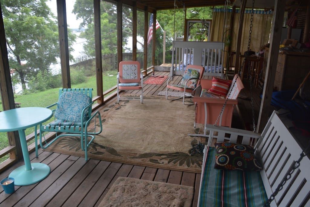 Lots of seating 1362 and swing bed on screened porch