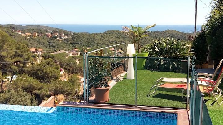 Villa vue mer piscine et terrain de pétanque privé