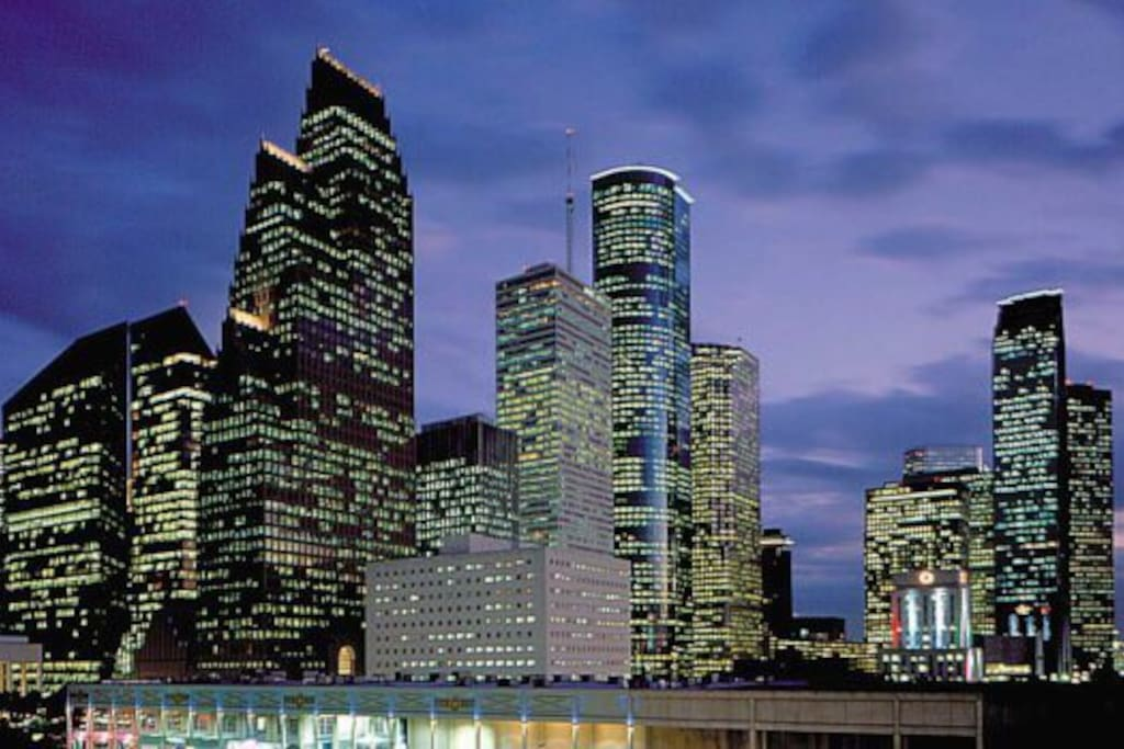25 miles or about 30 minutes to downtown Houston!