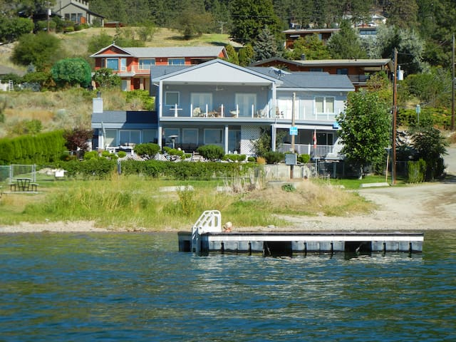 Spectacular Lake Okanagan 1 Bedroom