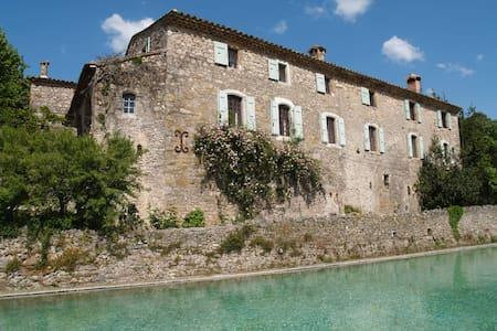 """The Mas de Gourgasset"""" A 16th Century hamlet"""