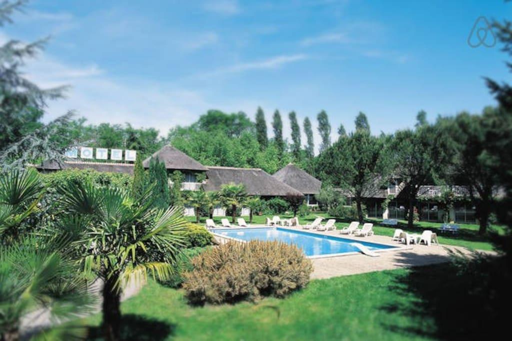 Cocon verdure piscine bois chambres d 39 h tes louer - Hotel avec jacuzzi dans la chambre midi pyrenees ...