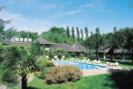 Cocon verdure piscine bois - Ibos