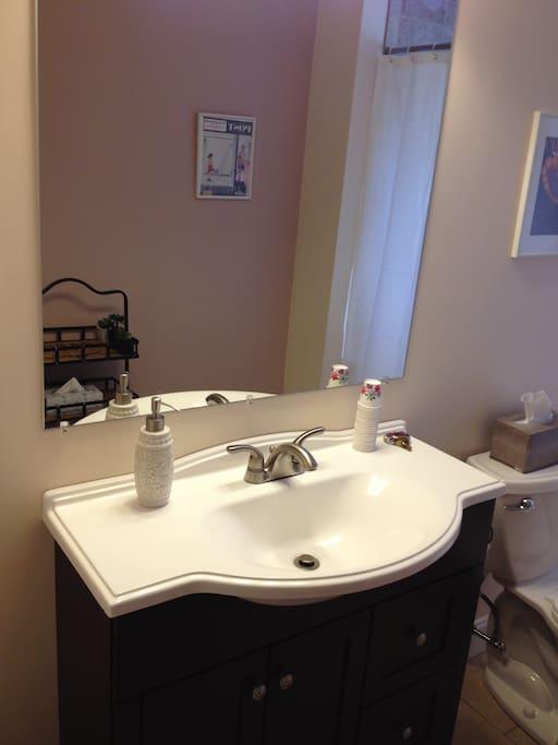 Full bathroom adjacent to bedroom