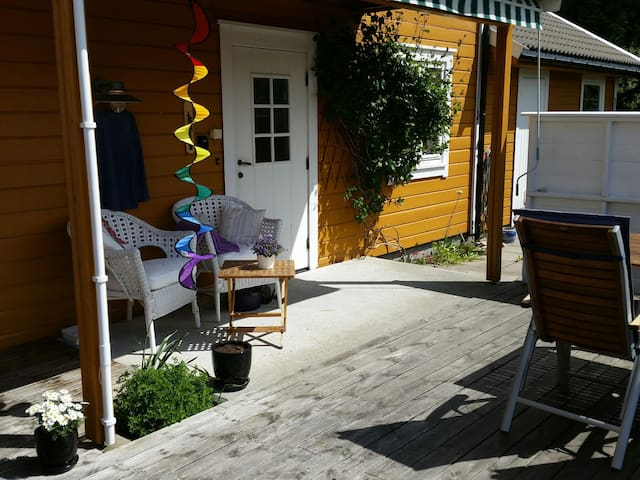Apartment with garden and sea view - Arendal - Flat