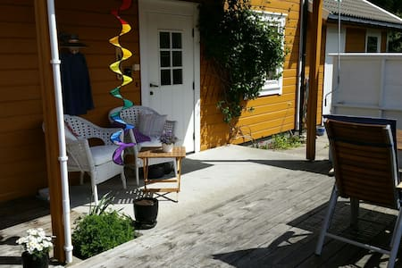Apartment with garden and sea view - Arendal - Appartement