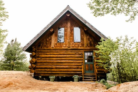 Ely Log Cabin - solar powered & private 40 acres!