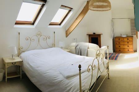 Beautiful Spacious Double Room, Heart of Topsham