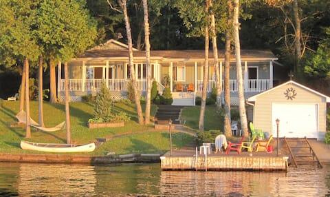 Beautiful modern  waterfront cottage.  Pigeon Lake