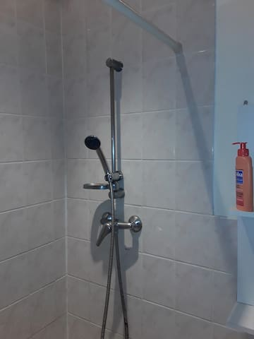 Private Shower room. Douche privée