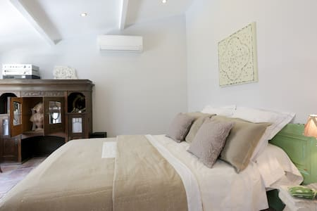 Chambre de charme proche d'Avignon et Pont du Gard - Saze - Bed & Breakfast