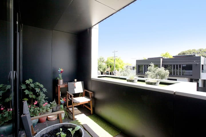 Amazing one bedroom apartment in South Melbourne