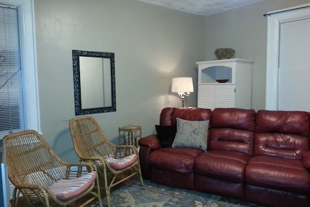 Large 2nd floor Apartment - Sewickley - Apartmen