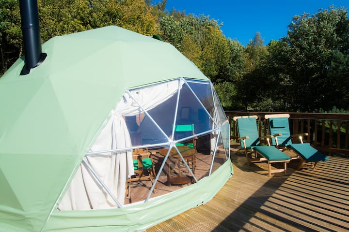THE COTSWOLD - Luxury Glamping Dome with Hot Tub