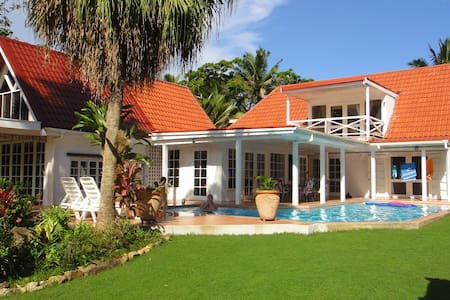 Private Holiday Villa w/pool n lake - Pacific Harbour