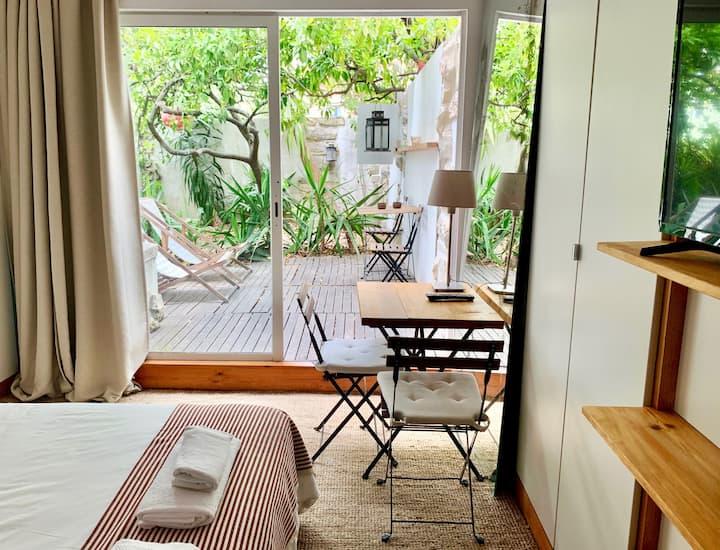 Cozy Central Studio with Private Terrace