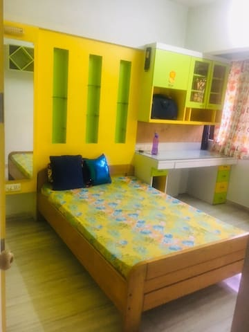 Friendly home stay at Borivali west