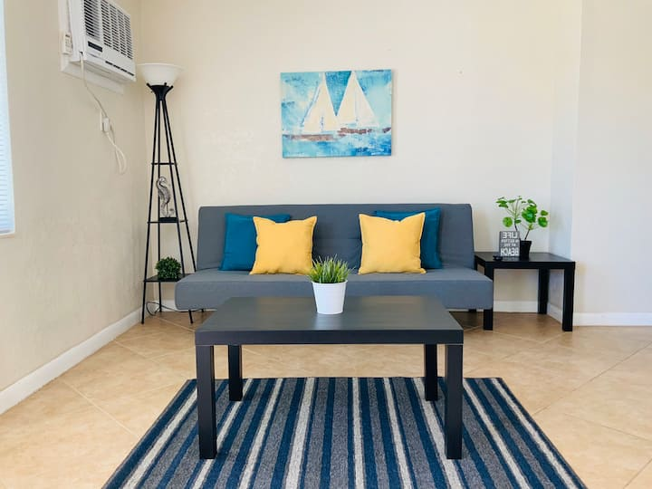 Cute and Cozy Private Apt on Hollywood Beach!