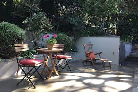 The Ivy: Lush Garden Getaway - Los Angeles - Casa a schiera