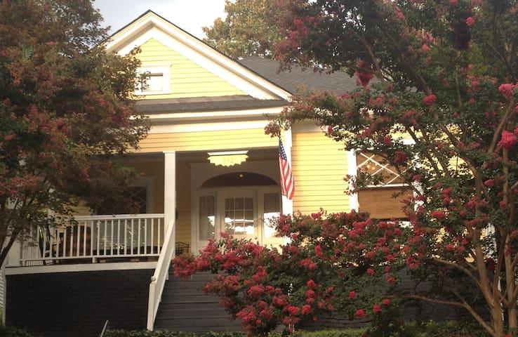 Historic Magnolia Cottage with Private Bath